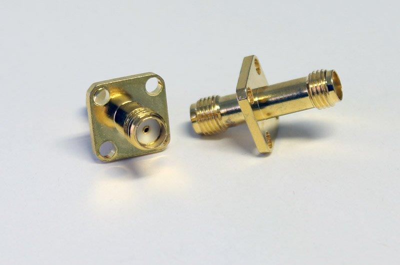 Adapter SMA-hona till SMA-hona för panelmontering lång